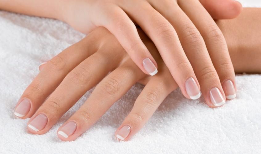 Bardzo dziwne sposoby na wybielenie paznokci
