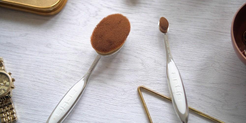 Oval Brush, szczotki do makijażu – innowacja i wygoda?