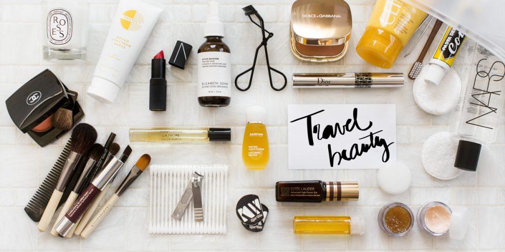 Kosmetyki na wyjazd. Co przyda się w podręcznej kosmetyczce?