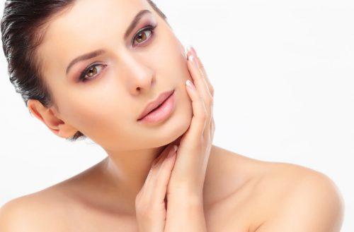 Jak dbać o cerę naczynkową? Sposoby pielęgnacji i najlepsze kosmetyki