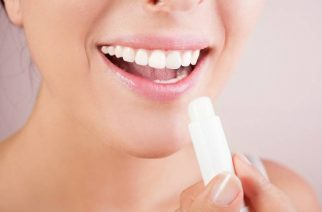 Sprawdzone sposoby na spierzchnięte usta