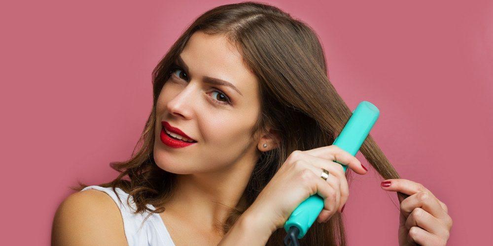 Prostownica do włosów – rodzaje i przydatne funkcje. Jaką prostownicę do włosów wybrać?