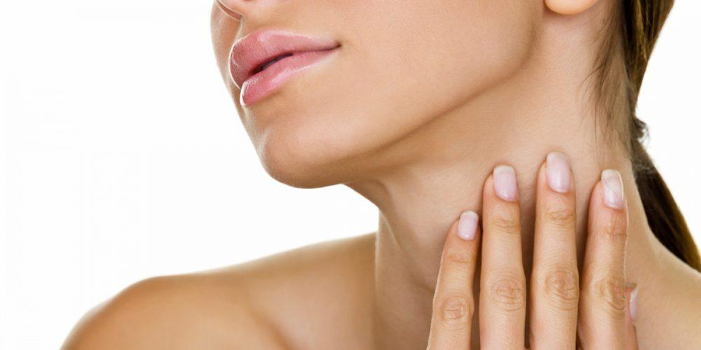 Jak dbać o szyję i dekolt? Domowe sposoby i zabiegi kosmetyczne