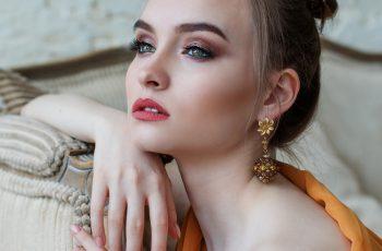Trendy w makijażu, które nie są już modne